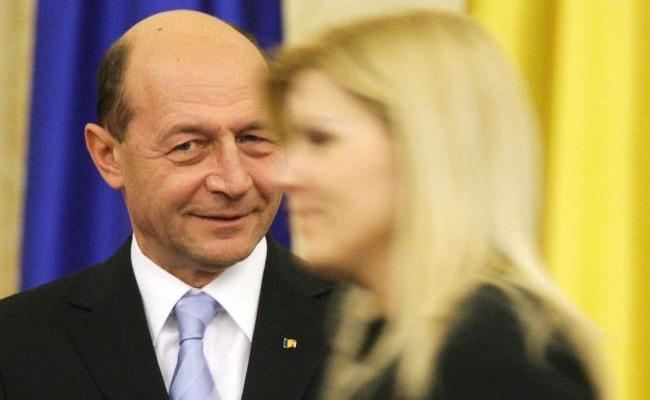 """Băsescu nu o """"abandonează"""" pe Udrea"""