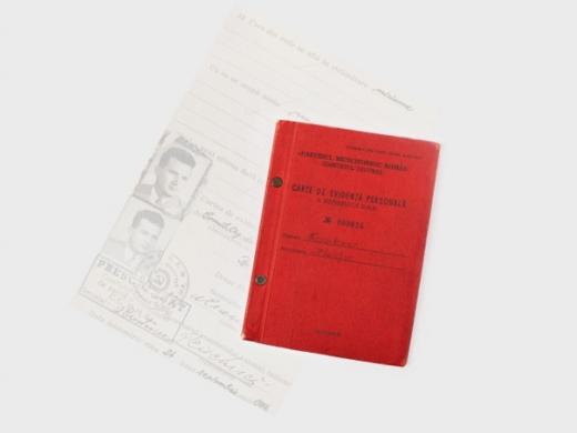 Carnetul de partid al dictatorului Nicolae Ceauşescu. Sursă foto: Artmark