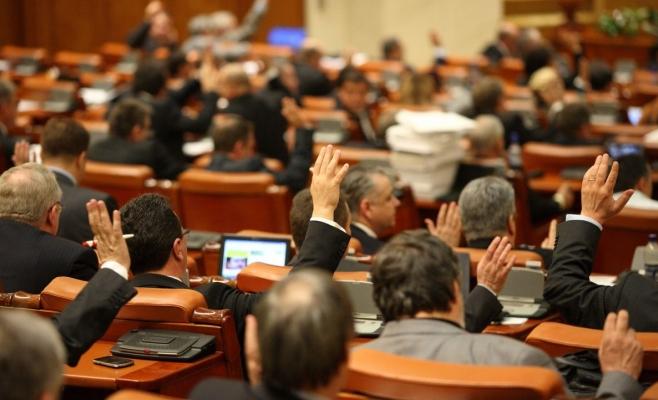Parlamentarii şi privilegiile lor