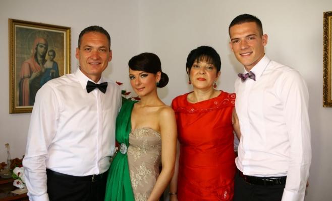 de la stânga la dreapta Alexandru Cordoş,  Andreea Alexandra Cordoş, Mihaiela Lucia Cordoş şi Andrei Cordoş