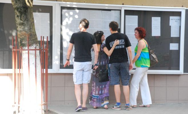 Aproape 5000 de tineri află marţi rezultatele examenului de bacalaureat.