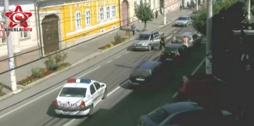 Bătaie între șoferi în centrul orașului Gherla. Scena a fost filmată
