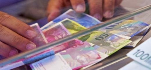 Francul elveţian a pierdut doi bani