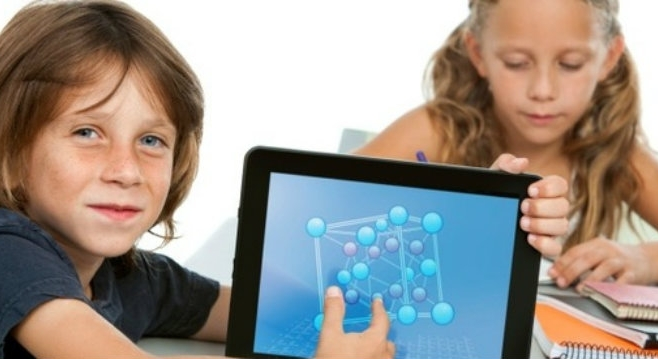 Când internetul devine dușmanul copiilor. Zilnic, psihiatrii clujeni tratează doi-trei copii dependenți de jocuri pe calculator și tabletă - INTERVIU