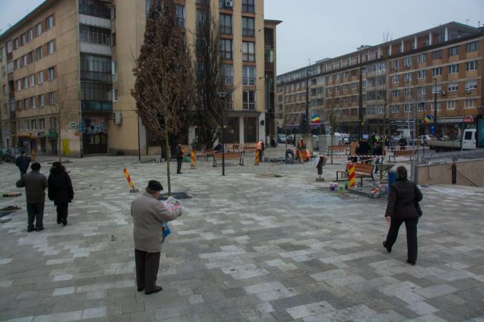 Zona în care este amplasată statuia lui Horea este aproape finalizată, aici fiind montate deja bănci de lemn.