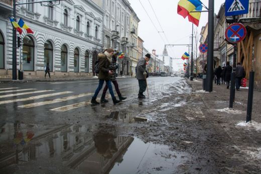 Trecerea de pietoni de pe strada Memorandumului după mai multe zile de ninsoare. Ianuarie 2015 Foto Saul Pop