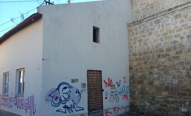 În plin centru, două clădiri ale Primăriei sunt în ruină