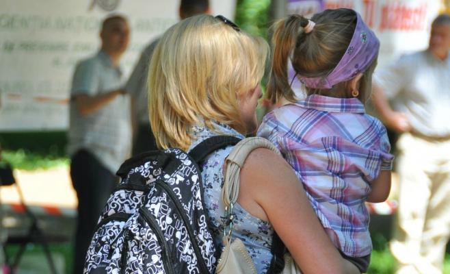 1.700 lei indemnizaţie pentru mamele care adoptă copii mai mari de doi ani