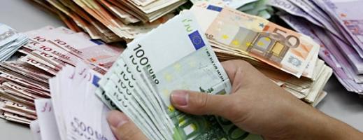 Euro a urcat la 4,48 lei