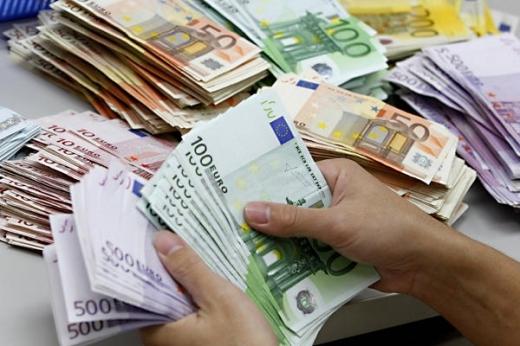 Ploaia a înmuiat euro
