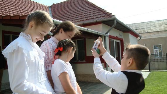 Imagini pentru stropitul fetelor transilvania
