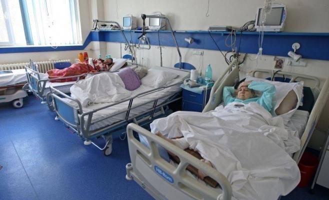 Scandalul dezinfectanților din spitale îi scoate pe clujeni în stradă. Protestatarii vor să curețe sistemul sanitar