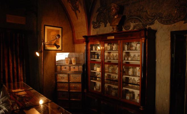 Istoria otrăvurilor, la Muzeul Farmaciei