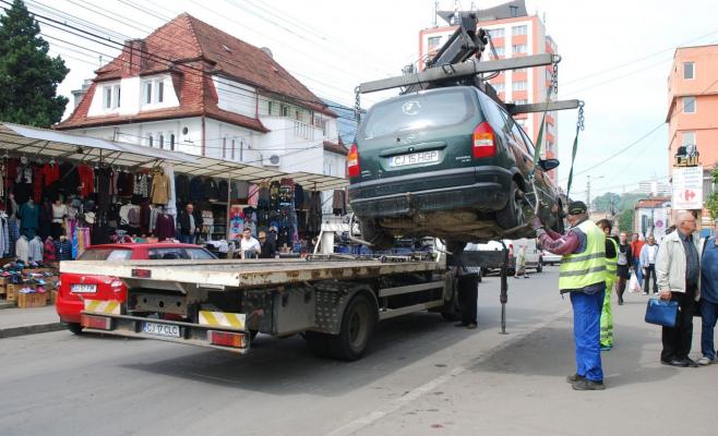 Atenție, șoferi! Se pot ridica din nou mașinile parcate neregulamentar