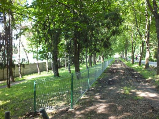 Primăria pune garduri metalice și în parcuri
