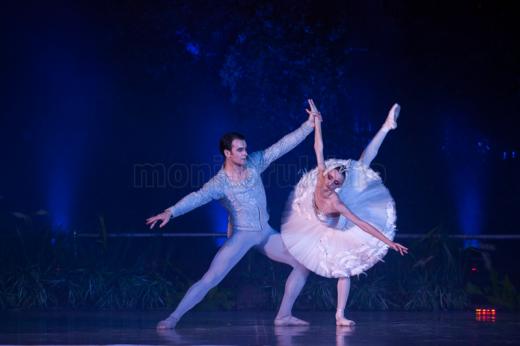 """Spectacolul de balet """"Lacul Lebedelor"""" pe Lacul Chios și esplanada Casinoului – GALERIE FOTO"""