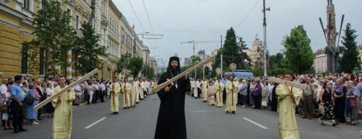 Sute de preoti si credinciosi au participat duminica la Procesiunea de Rusalii. Foto Saul Pop