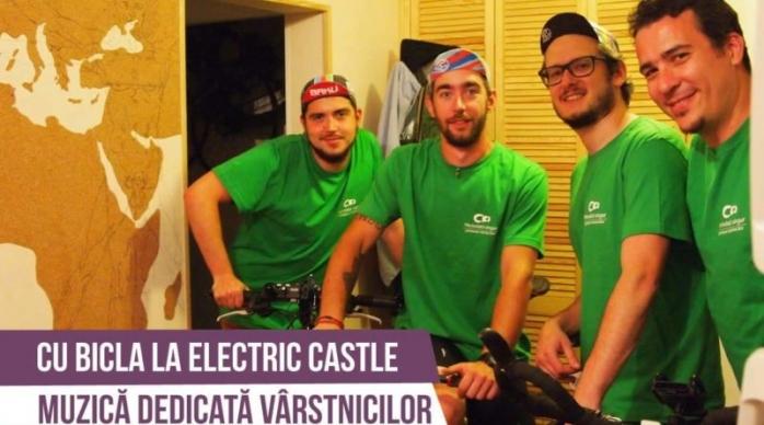 Vin cu bicicleta la Electric Castle ca să adune bani pentru vârstnici
