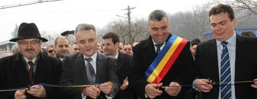 Gheorghe Vuşcan, Daniel Constantin şi Adrian Zaharia la inaugrarea APIA Mociu