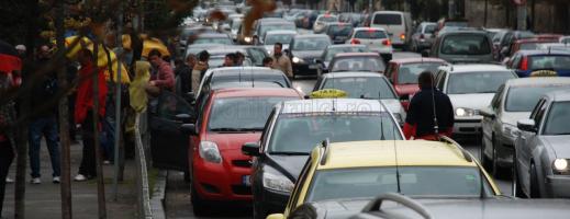 Degeaba se plâng şoferii de aglomeraţie între Cluj-Napoca şi Floreşti. Soluţii pentru lărgirea carosabilului nu există
