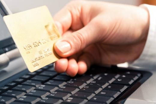 ANAF nu mai vrea datele de pe card ale clienţilor care plătesc electronic