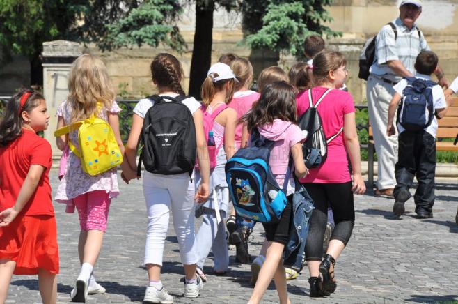 Elevii şi studenţii ar putea să obligaţi să meargă cel puţin o dată pe lună la psiholog.