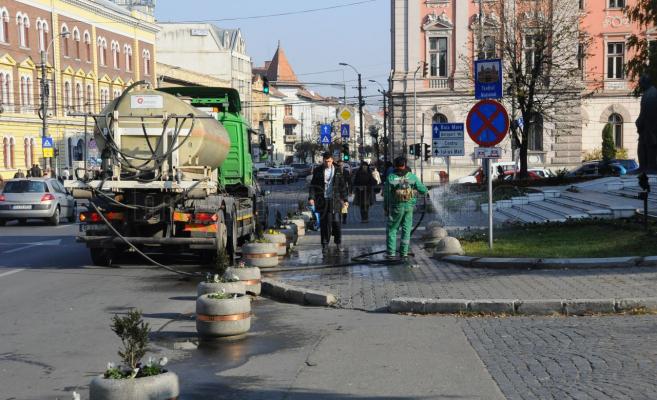"""Trei ani de """"război"""" fără învingători pentru curăţenia şi deszăpezirea străzilor"""