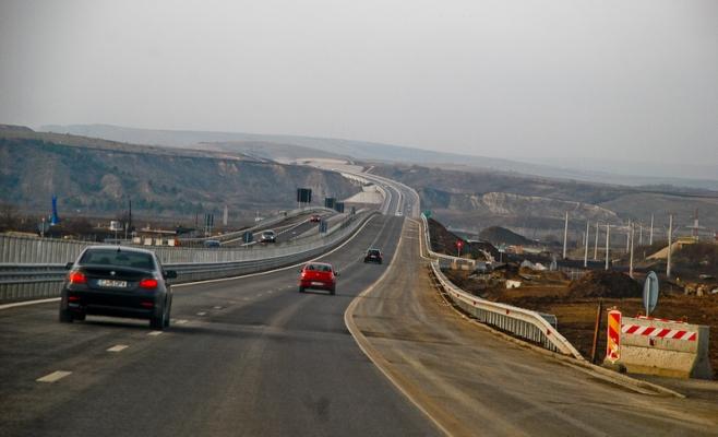 """Un hunedorean a fost prins """"zburând"""" cu 225 km/h pe Autostrada Turda-Borș"""