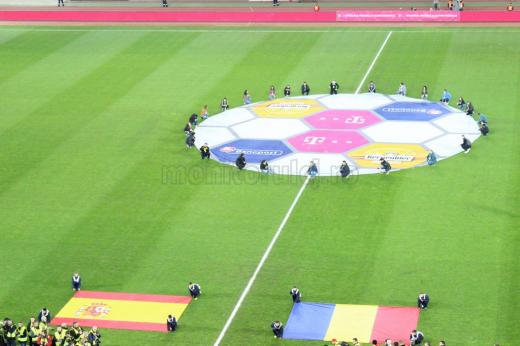Terenul de joc a fost în centrul discuţiilor şi înainte de amicalul de gală România-Spania, desfăşurat în cele din urmă în condiţiile bune.