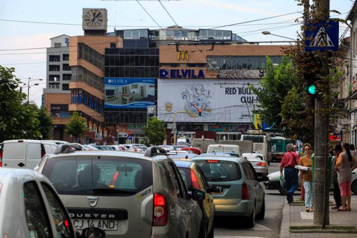 Aşa arăta Piaţa Mihai Viteazul luni după amiază. Foto Saul Pop