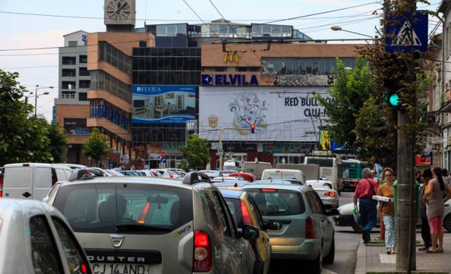 Noi modificări în circulaţia rutieră din cauza lucrărilor la podul Traian