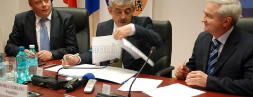 Oleleu, Uioreanu şi Aşchilean la semnarea contractului pentru Tetarom IV