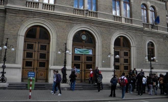 Aproximativ 15.000 de studenţi încep anul I, nivel licenţă şi masterat, la UBB