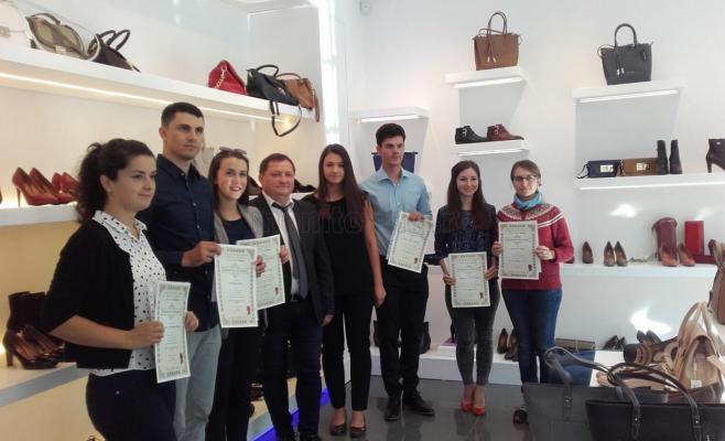 Premii de excelenţă pentru 6 studenţi din Cluj, oferite de Fabrica de Încălţăminte Denis (P)