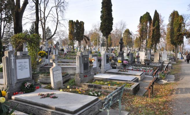 """Cimitirul Central, """"reînviat"""" cu tururi ghidate şi concert de operă"""