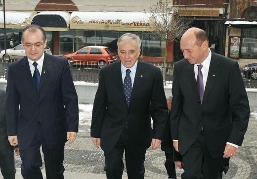 Emil Boc, Mugur Isarescu si Traian Basescu sursa foto training-vanzari.ro