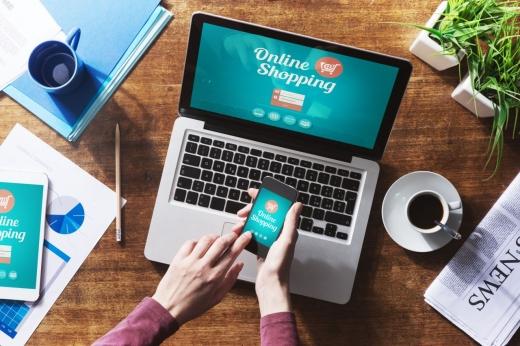 Potrivit statisticilor, clujenii aleg să cumpere tot mai mult din mediul online. Sursa foto: syc-oh.com