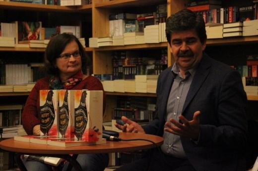 Radu Paraschivescu, alături de criticul Ioana Bot, la evenimentul de lansare a celei mai recente cărţi a lui, la Cluj. FOTO O.C.