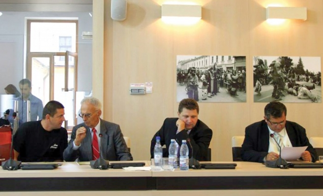 Prof. dr. Avram Andea, al doilea de la stânga la dreapta, s-a stins ieri, 2 ianuarie, la vârsta de 68 de ani