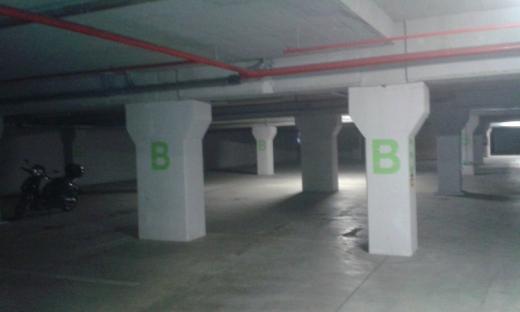 O bună parte a parkingului subteran de la Polivalentă este pustie