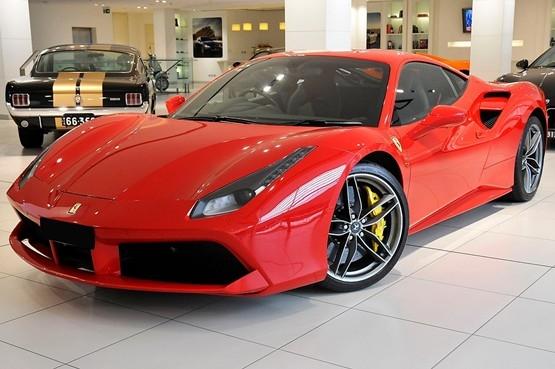 Un astfel de Ferrari nou, 488 Gtb F142, model înmatriculat anul trecut la Cluj, costă peste 500.000 de euro