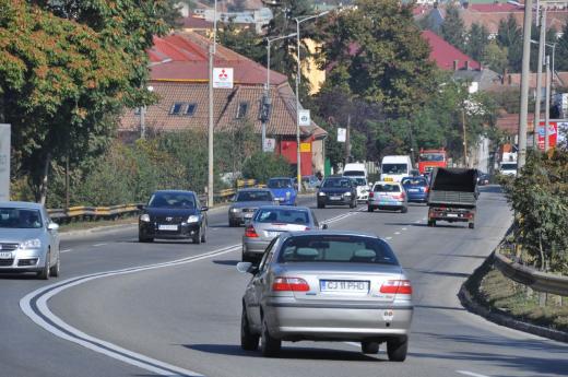 Clujenii s-au obişnuit să circule singuri: un om, o maşină. Foto: Monitorul