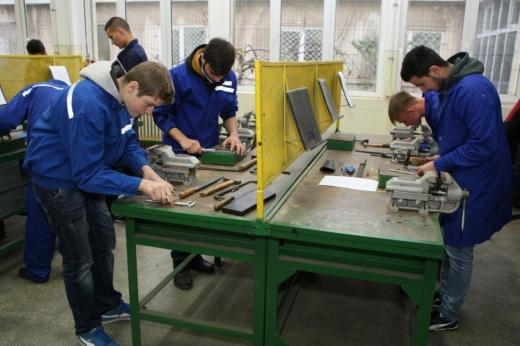 scoli profesionale sursa foto bzi.ro