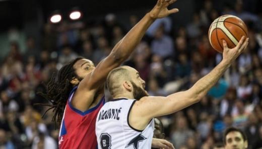 Adamović a reuşit un duble-double, 19 puncte şi 11 pase deciside. FOTO u-bt.ro