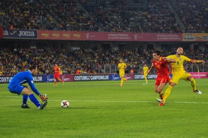 Florin Andone (în galben) a fost vârful de lance în precedentul meci al naţionalei de la Cluj, cu Muntenegru
