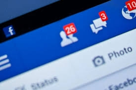 Oamenii comunica tot mai mult prin intermediul retelelor de socializare