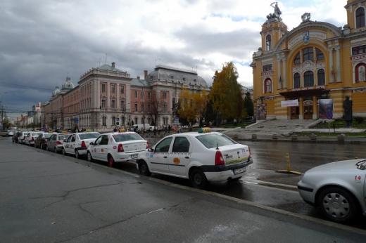 Stand taxi din faţa Catedralei Ortodoxe din Cluj-Napoca