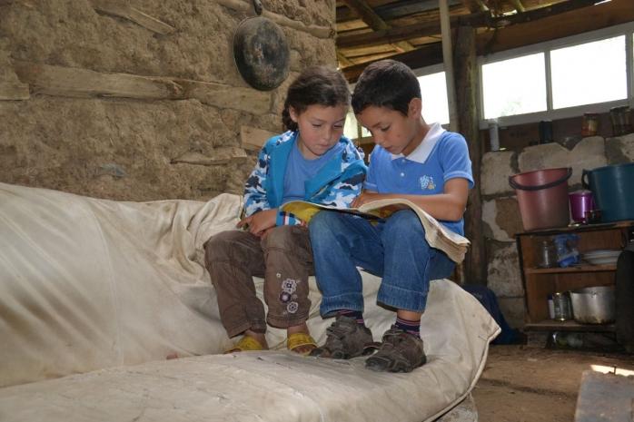 1 din 10 copii de la țară merge la culcare flămând - raport World Vision România