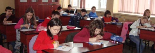 """Părinţii şi copiii de la Şcoala Iuliu Haţieganu, """"duşi cu zăhărelul"""" şi în acest an?"""