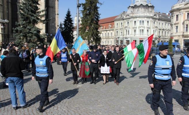 Manifestările de Ziua Maghiarilor de Pretutindeni au avut în 2017 la Cluj acelaşi traseu ca în fiecare an. FOTO Ovidiu Cornea